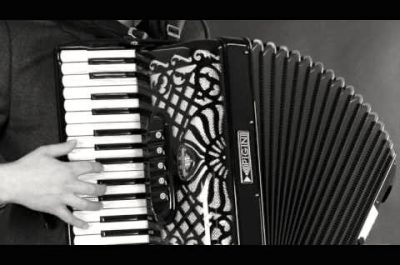 Solo accordionist and singer based in Stamford and Norringham, perfect for French and Gatsby themed events.