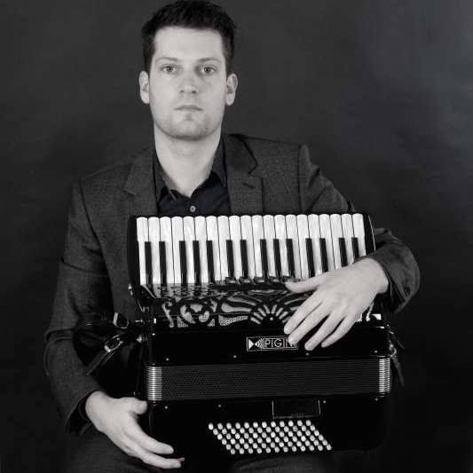 Solo Accordionist - The Vintage Agency